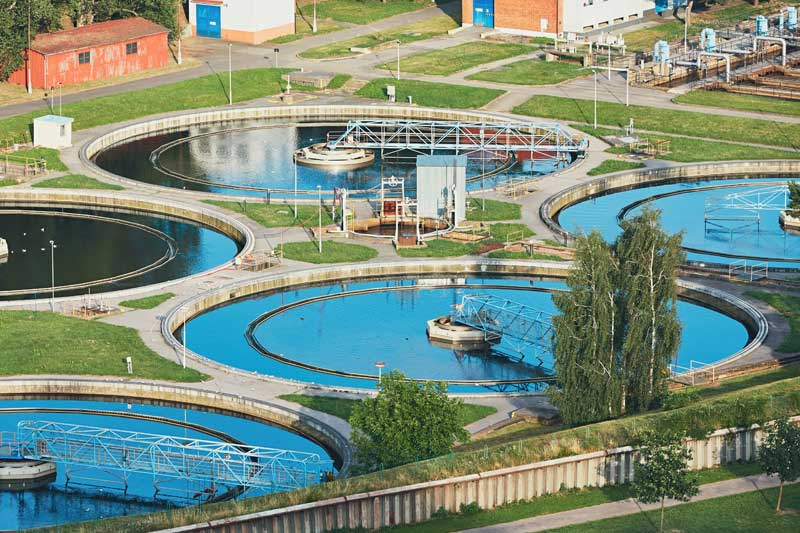 water-recycling-in-large-sewage-treatment-plant-G292DKC.jpg